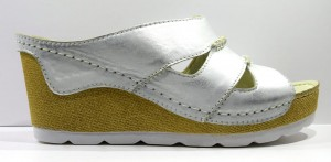 5a0f9916429c0 Obuwie damskie letnie klapki modne skórzane polskie buty Piechur srebrny  1052